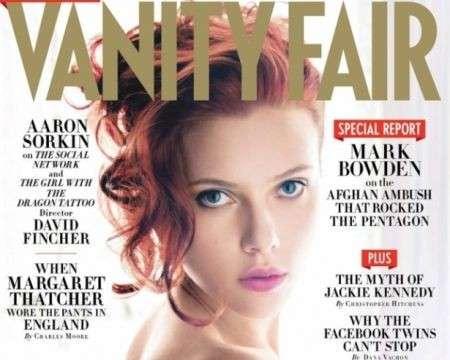 Capelli rossi e pose seducenti per Scarlett Johansson sulla cover di Vanity Fair Usa
