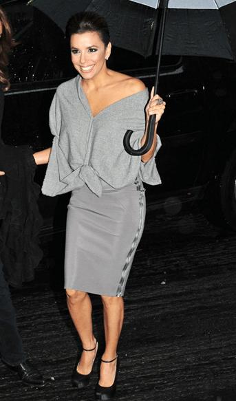 Eva Longoria sceglie Victoria Beckham, anche sotto la pioggia!