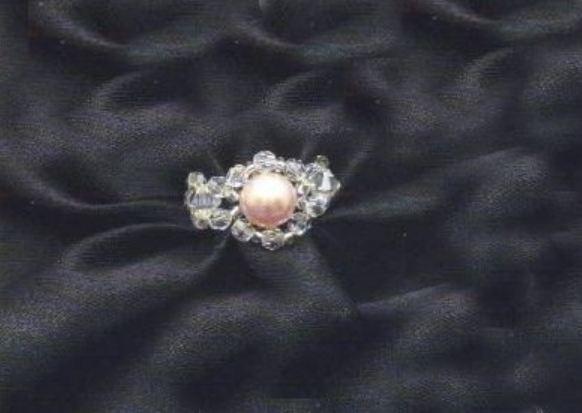 Bijoux fai da te, lo schema per realizzare un anello di perline rosa