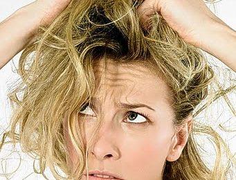 Capelli lisci senza piastra? Ecco i rimedi efficaci e fai da te