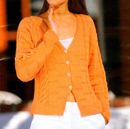 Lavori a maglia per creare un cardigan arancione