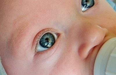 Perché e quando i neonati cambiano colore degli occhi