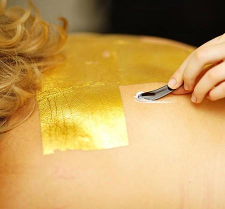 Per il Natale 2011 fatevi regalare un massaggio viso e corpo a base di polvere d'oro…