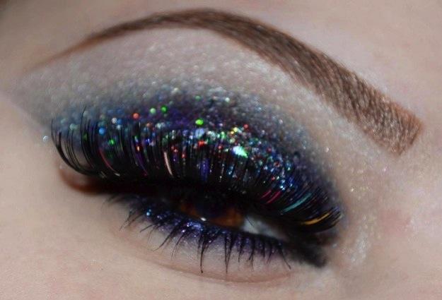 Occhi glitterati con ciglia multicolor