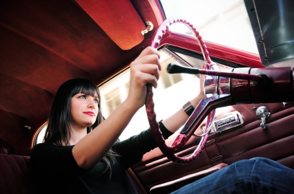 Polizze auto rincari donne
