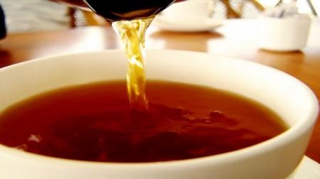 Il tè rosso di Rooibos contro mal di stomaco e indigestioni da cenone di Capodanno