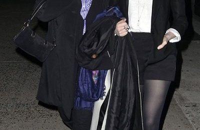 Anche Anne Hathaway ha scelto gli adorabili gattini glam di Charlotte Olympia