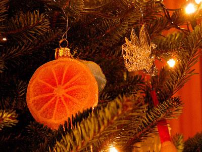 Addobbi di Natale 2011 per la tavola con le fette di arance rosse, perfette anche per l'albero