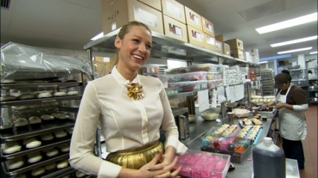 blake lively gets charitable with sprinkles cupcakes