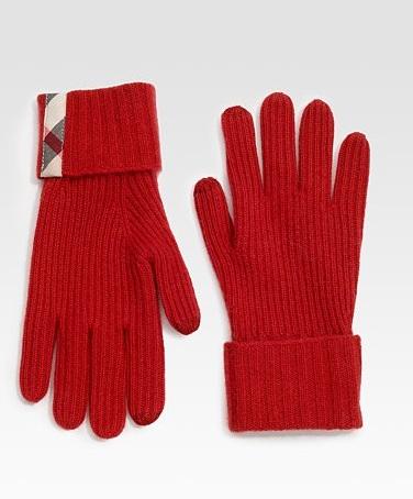 Gli stilosi guanti Burberry in lana rossa per un Natale classico ma glam