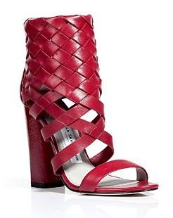 Scarpe rosse secondo Camilla Skovgaard, una bella idea per Capodanno