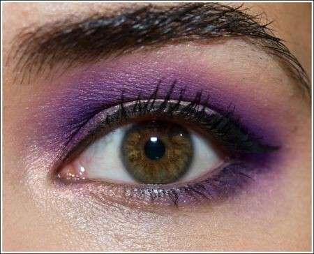 Il trucco occhi viola per Capodanno originale e chic