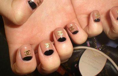 Decorazioni unghie, la nail art dedicata alla maison Chanel