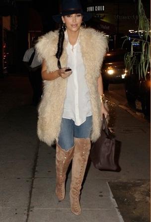 La passione di Kim Kardashian per le pellicce fa infuriare la PETA