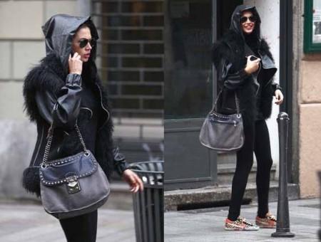 Il look di Melissa Satta con borsa borchiata Miu Miu