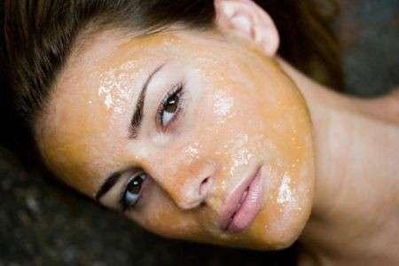 pelle grassa maschera fai da te miele cacao