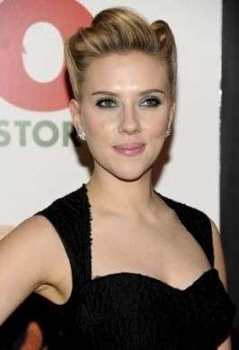 L'acconciatura per capelli lunghi super chic di Scarlett Johansson