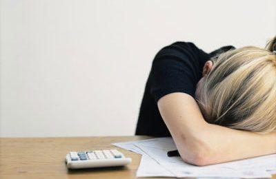 Depressione assicurata per chi lavora 11 o più ore al giorno, specialmente se donne