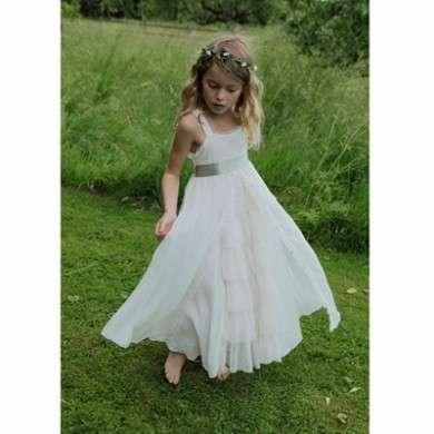00e25a271bd1 Gli abiti per le piccole damigelle della sposa