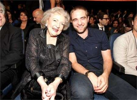Betty White e Robert Pattinson