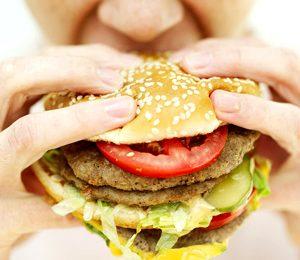 Obesità, le maxi porzioni dei fast food sono pericolose per la linea