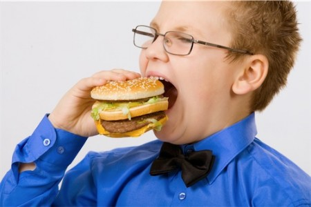 L'obesità infantile non dipende dal junk food che i bambini mangiano a scuola