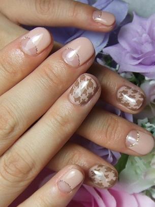 Decorazione unghie, una nail art piedipull per la primavera