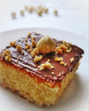 Ricette dolci: torta con nocciole e uvetta per la colazione