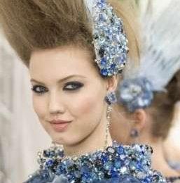 Trucco occhi blu dalla passerella della sfilata Haute Couture di Chanel