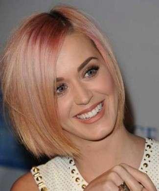 Il trucco occhi scelto da Katy Perry, ideale per il suo caschetto rosato