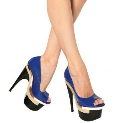 versace sandali vernice indossati