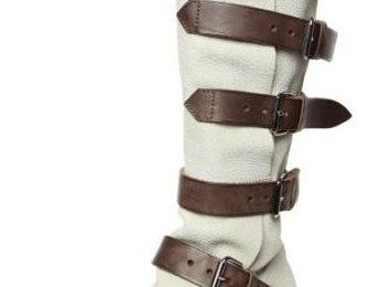 """Gli stivali """"Pirate"""" di Vivienne Westwood adorati dalle star ora anche in pelle bianca"""