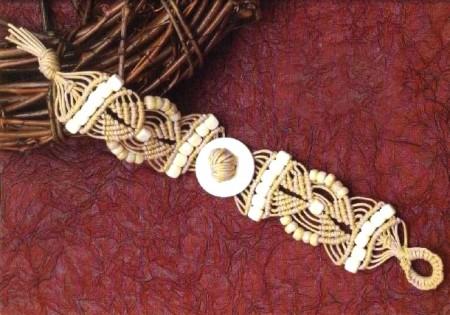 Bracciale macramè con perline davorio