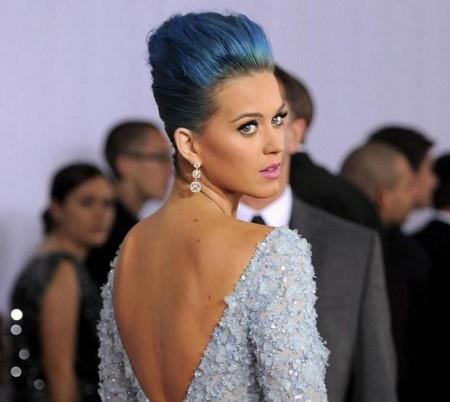 Colore capelli, Katy Perry si è ispirata a Anna Wintour e Kate Winslet