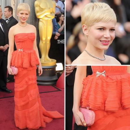 Oscar 2012, Michelle Williams in Louis Vuitton arancio e clutch rosa vince la sfida del colore
