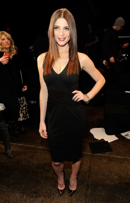 Ashley Greene elegantissima in total black firmato Donna Karan