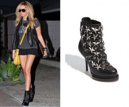 Ashley Tisdale e gli stivaletti con borchie stellate di Jeffrey Campbell