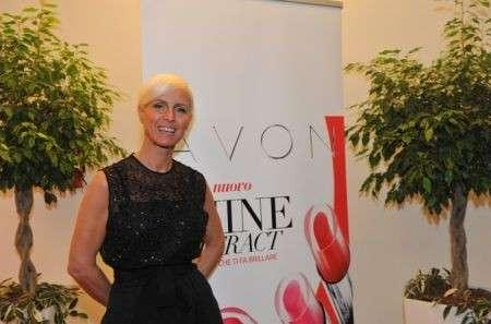 Trucco labbra, Carla Gozzi all'evento di Avon per il lancio del rossetto Shine Attract  [FOTO]