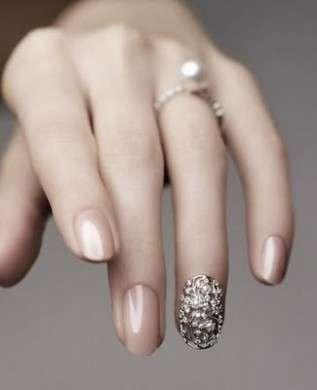 La jewelry nail art è la nuova moda preziosa per le unghie