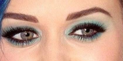 Make up occhi: Katy Perry sfoggia un trucco verde acqua splendido [FOTO]