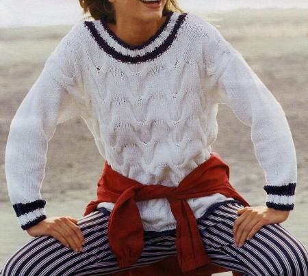 Lavori a maglia per creare un pullover alla marinara bianco
