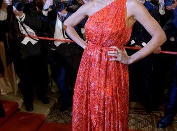 Rosario Dawson elegantissima in Salvatore Ferragamo, da sogno