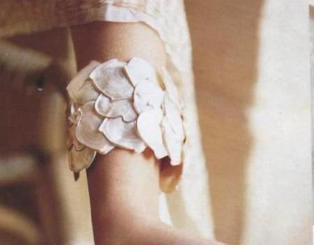 Gioielli fai da te: crea un bracciale con petali di madreperla