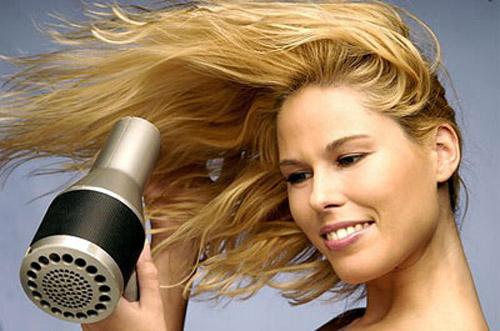 Lo styling dei capelli ricci