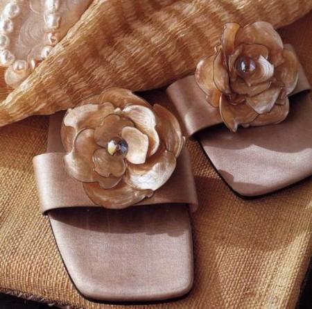 Sandali con fiori in madreperla