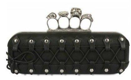 Borse Alexander McQueen, la nuova pochette in pelle con anelli