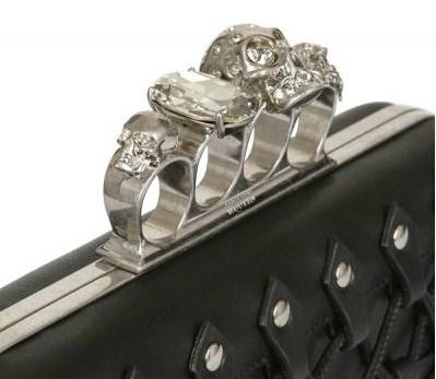 alexander mcqueen pochette con anelli dettaglio