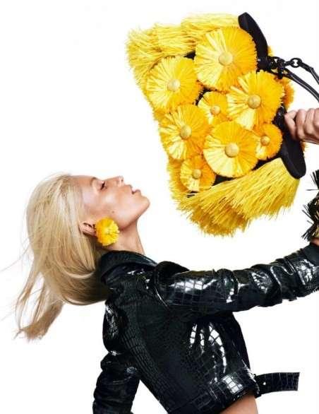 Blumarine: abiti, borse e scarpe con i fiori in 3D