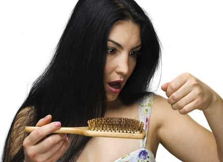 Trapianto di capelli con i peli delle gambe per un risultato migliore