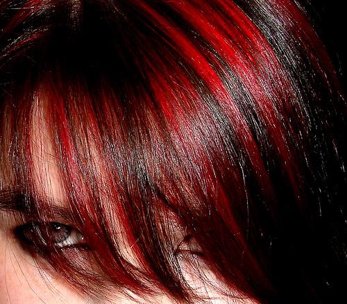 capelli castani colpi di sole rossi